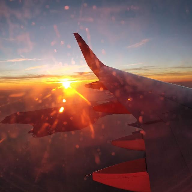 the green frog souvenirs du mois d'octobre 2018 avion au dessus de l'Angleterre voyage coucher de soleil