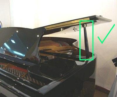sử dụng cây chống đàn grand piano đúng