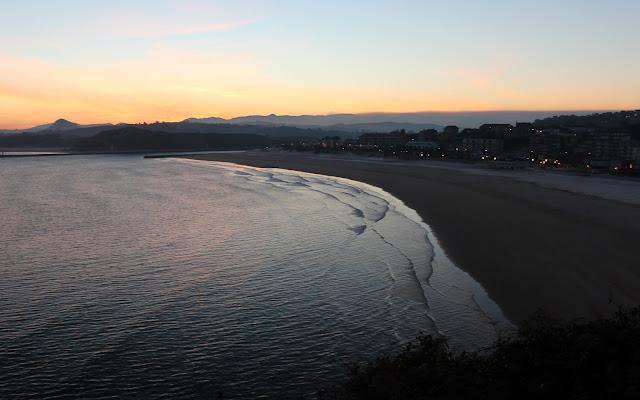 Amanecer en la playa de la Concha. Suances