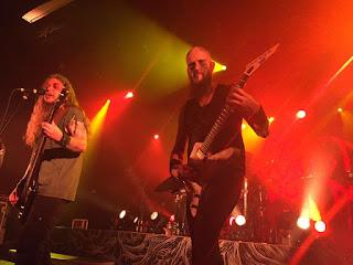 Photo de Moonsorrow sur scène, Ville Seponpoika Sorvali et Janne Perttilä