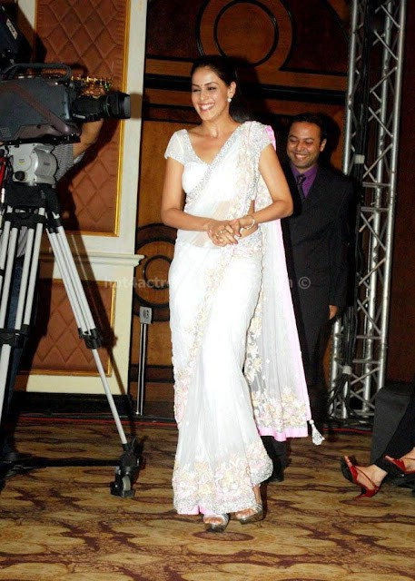 Genelia spicy in white saree