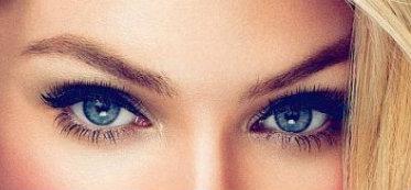 Ochi albastri operatie