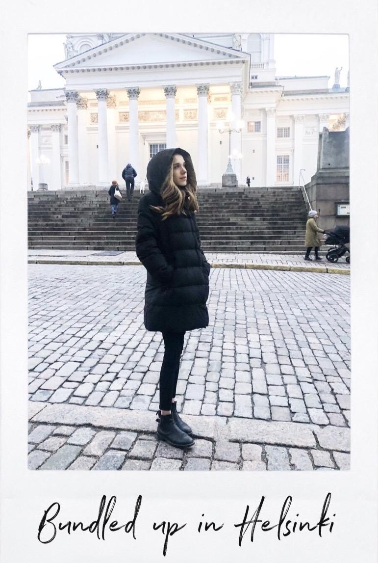 All black outfit with puffer jacket in front of Helsinki Cathedral - Kokomusta asu toppatakin kanssa, Helsingin Tuomiokirkko