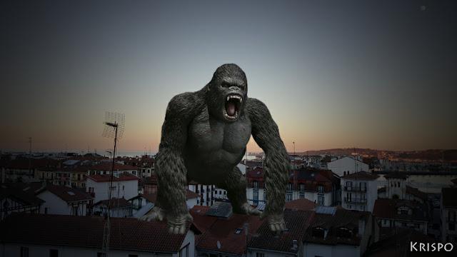 King Kong sobre los tejados de Hondarribia