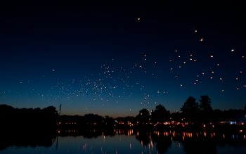 Wallpaper: Flying hot air lanterns