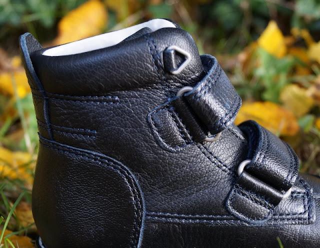 Seitenansicht Schuhe Junge blau schwarz