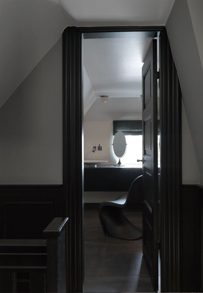Dark touches and black Panton chair in the bathroom- design addict mom