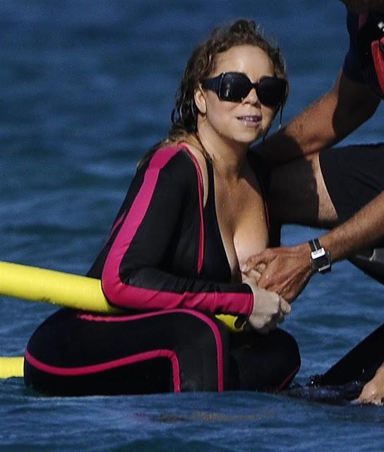 Mariah Carey mostra demais em praia