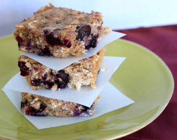 Blueberry Banana Breakfast Bars are filled with wheat flour, oats ...