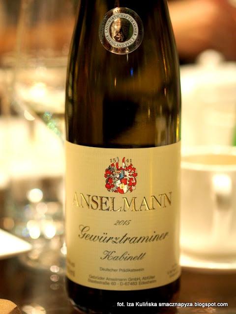 degustacja win i dan, wine bar la vinotheque, zaproszenie na kolacje, blogerzy na kolacji, smaczna pyza w la vinotheque, wino biale