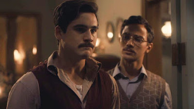 Alfredo (Nicolas Prattes) desabafa com Julinho (André Luiz Frambach) em 'Éramos sEIS' — Foto: Globo