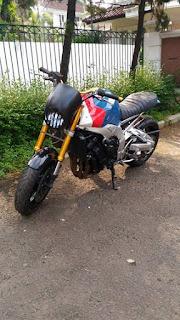 Semangat Kustom Kece Ada Di Motor Ini Gais....Yamaha Fazer 1000 tahun 2008 inject custom