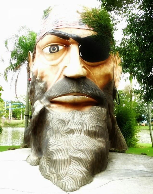 Pirata-símbolo da Ilha dos Piratas, no Beto Carrero World