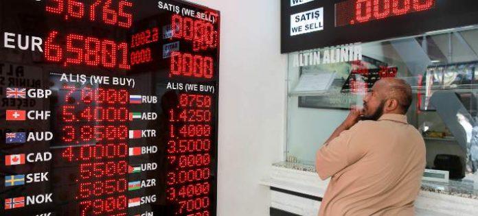 Τουρκία: Οι τράπεζες σταμάτησαν τις συναλλαγές μέσω Ιντερνετ -Μετά την κατρακύλα της λίρας