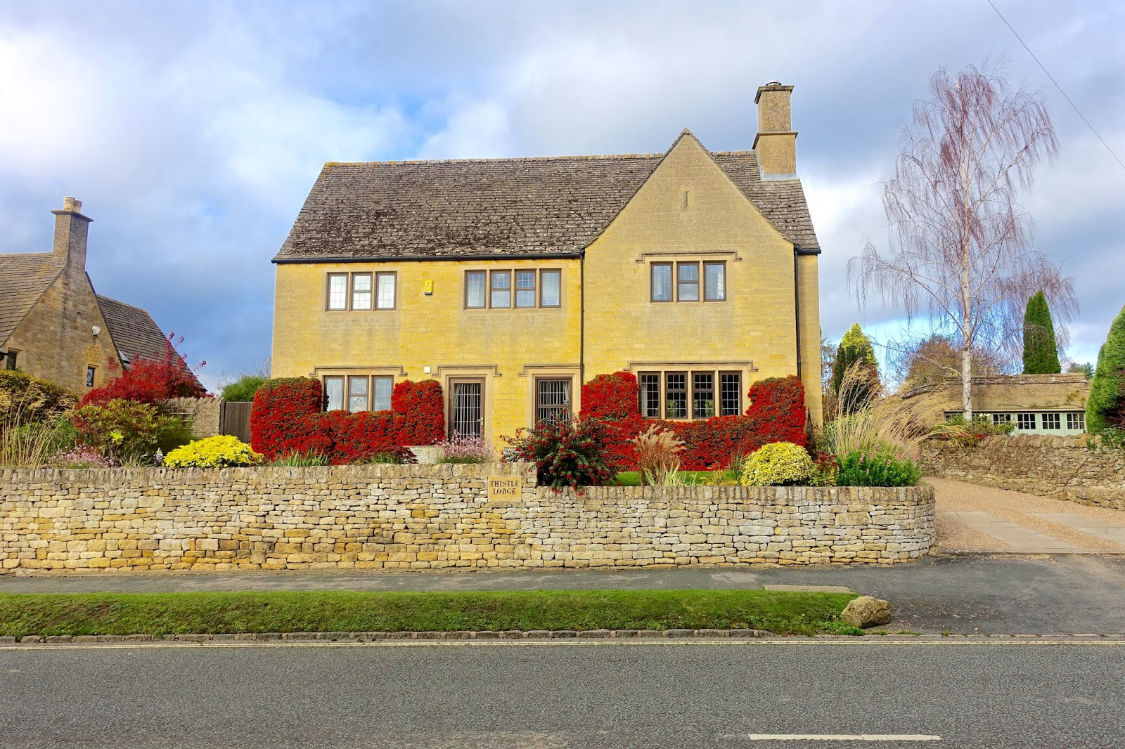 yellow stone houses cotswolds spring