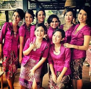 Model Kebaya Batik Kutubaru Modern Pink