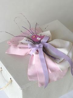 ξύλινο κουτί βαπτιστικών με υφασμάτινους φιόγκους πουλάκια λουλουδάκια για κοριτσάκι