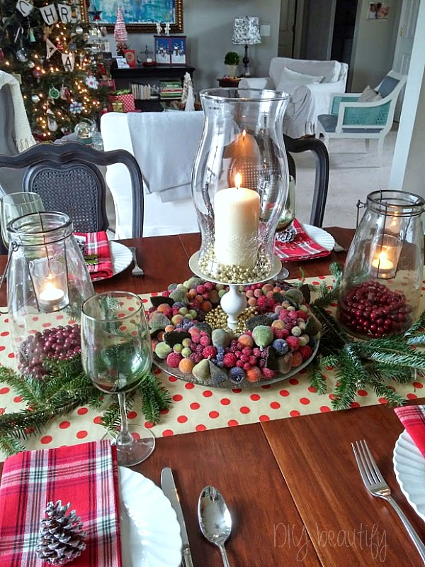 Festive and merry Christmas table at www.diybeautify.com