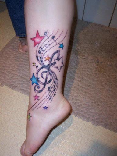 Musica pequena tatuagem no tornozelo