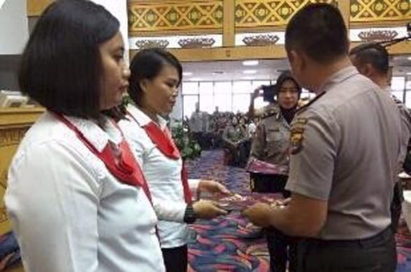 Berprestasi, Dua Polwan Lampung Raih Reward Spesial
