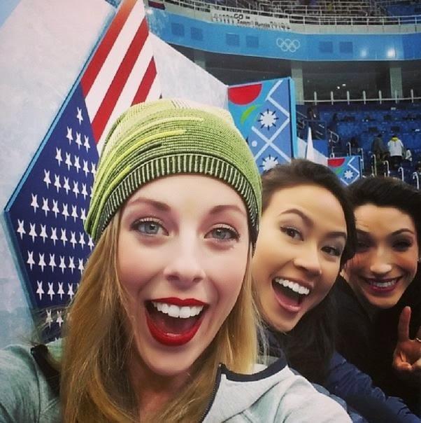 Olimpiadas de invierno deportistas tomandose una selfie