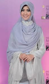 Model Jilbab Syar'i Oki Setiana Dewi Modern