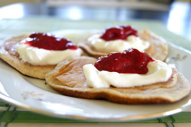 Pełnoziarniste pancakes z malinami