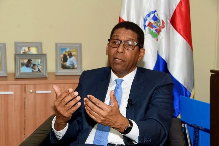 Viceministro de Economía que apoyó a Leonel también renuncia