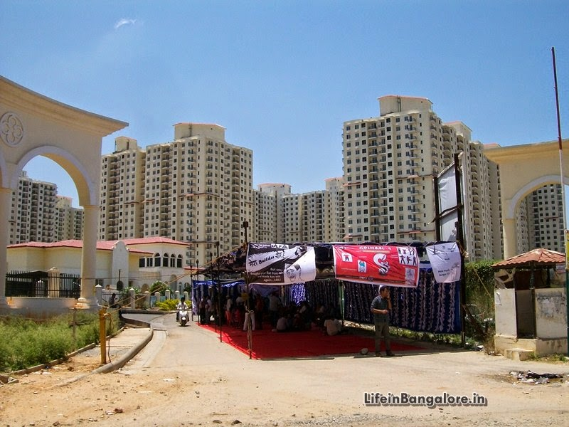 DLF Westend Heights Buyers Protest against the Builder