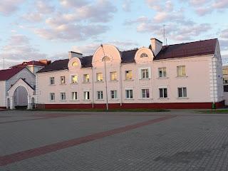 Лунинець. Площа Леніна, 3. Житловий будинок