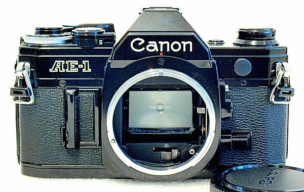 Canon AE-1, Front