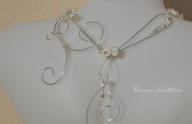 collier mariée fil plaqué argent et roses blanches