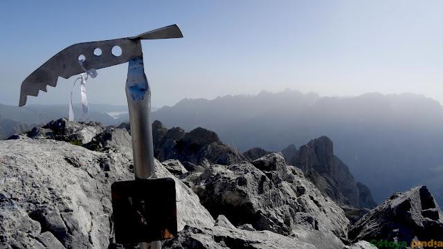 Buzón de cumbre de Torre Bermeja en Picos de Europa