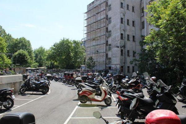 Εργασίες σε ακίνητο δίπλα στο Δημοτικό Χώρο Στάθμευσης Δικύκλων στη Λάρισα