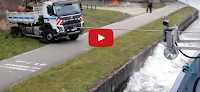 شاهد بالفيديو  سفينة تسحب شاحنة