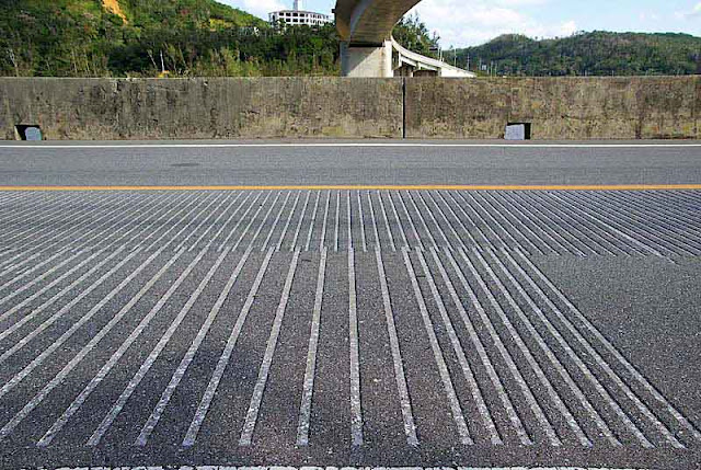 Musical roadway, grooves