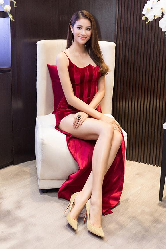 Phạm Hương diện váy xẻ cao vút khoe chân dài miên man sau khi trở về từ Indonesia - Ảnh 7