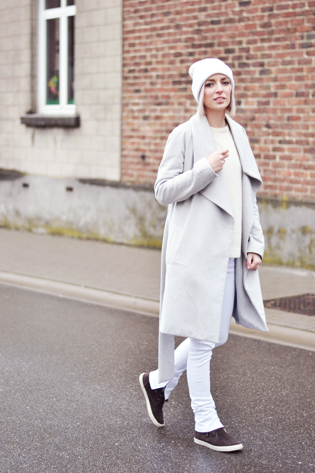 White outfit, spring trends, all white, pastel, mango coat, esprit shoes, wool jumper, zara