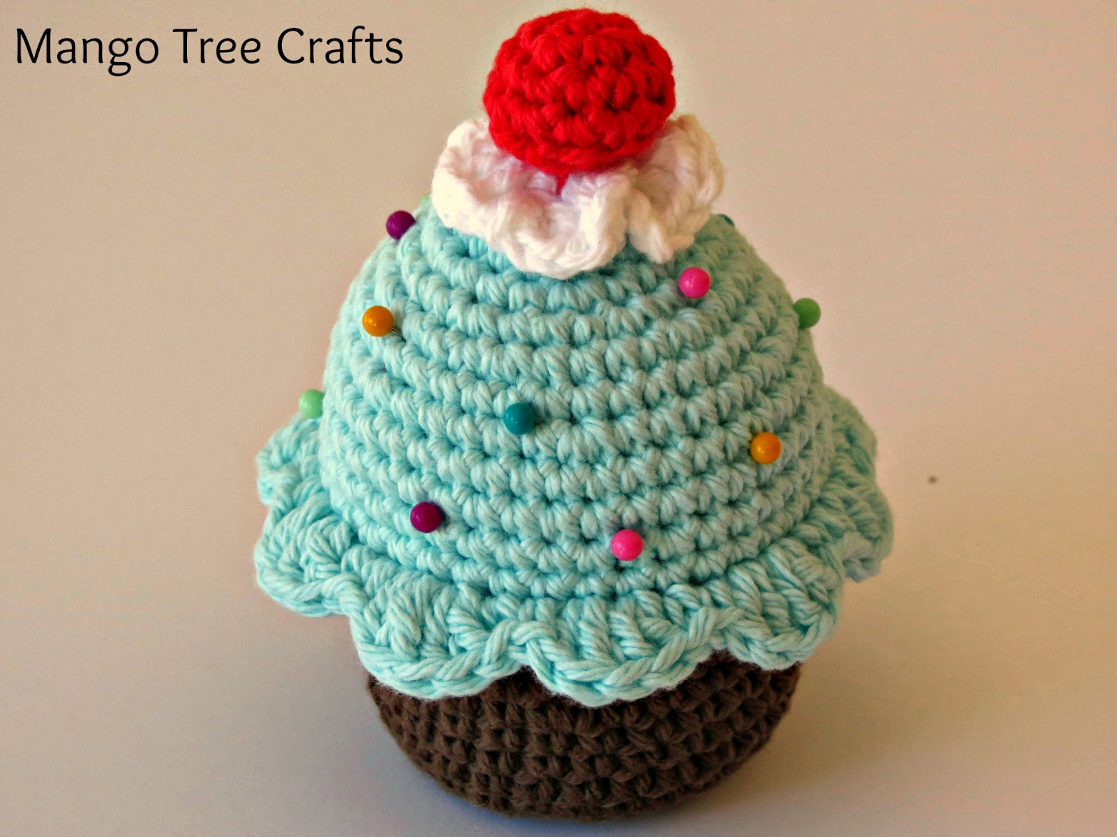 Crochet Pattern Free Cupcake : Mango Tree Crafts: Crochet Cupcake Pin Cushion