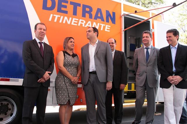 Resultado de imagem para imagens de Governador Paulo Câmara entrega novos carros para ações de trânsito em Pernambuco