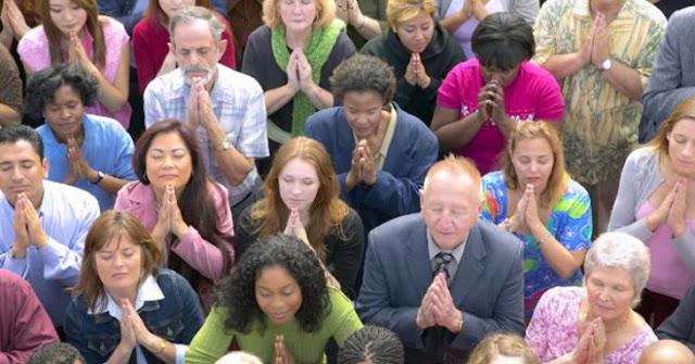 Según estudio, las personas religiosas son más felices que los Ateos
