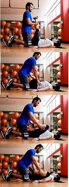 Ejercicios en parejas para estirar músculos de la cadera y miembros inferiores