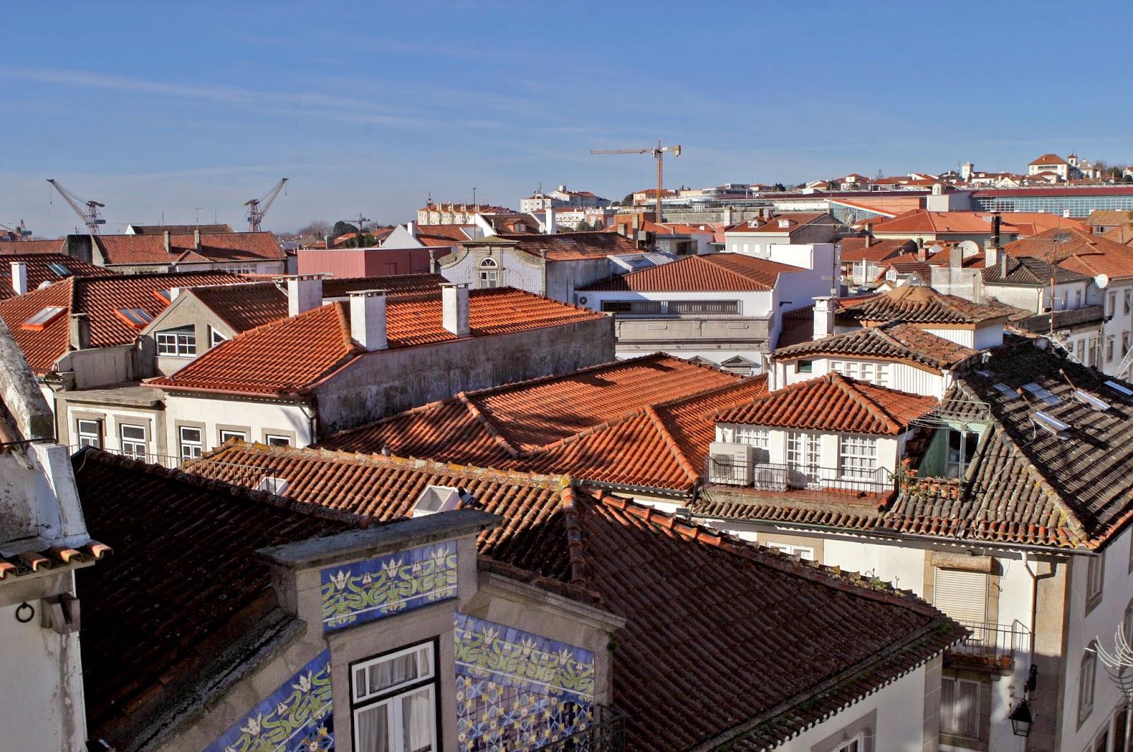 Pegou a moda de nas pequenas e grandes cidades transformarem todos os  espaços disponíveis e habitáveis 4792dd359b6