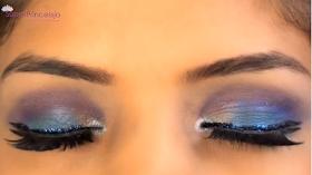 maquillaje de ojos morado con azul