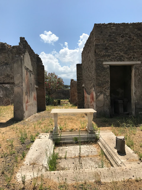 pompeii things to do - historical buildings