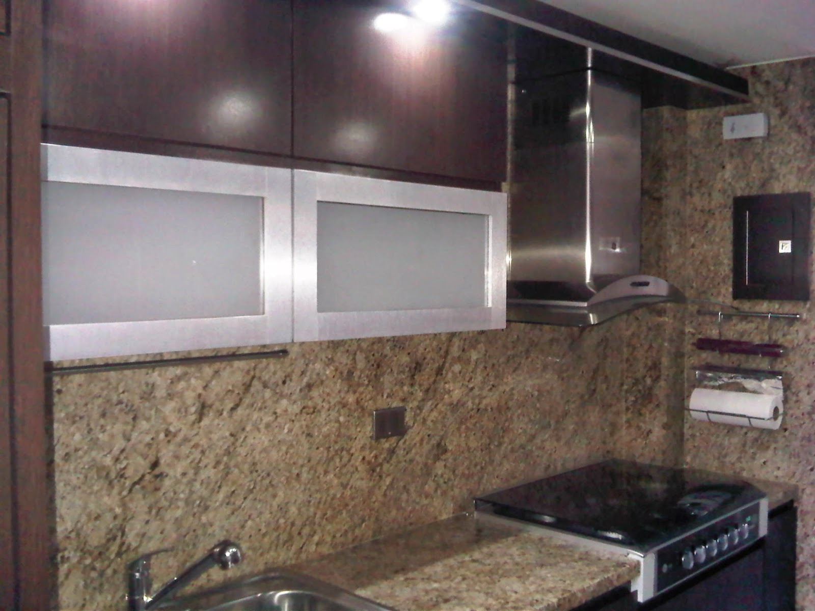 Elige siente vive y disfruta tu propio espacio cocinas empotradas modernas dise os - Figuras decorativas modernas ...