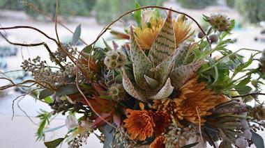 Arreglos con flores y una suculenta (o dos)