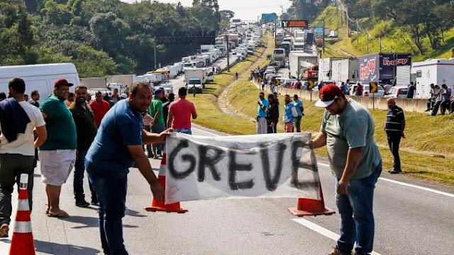 Crônica Dominical 27/05/2018 – A greve dos caminhoneiros para o Brasil e a população apoia