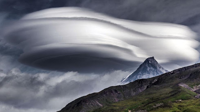 "Lenticular clouds ""UFO"" are seen over the volcanoes of Kamchatka"
