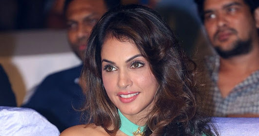 "Isha Koppikar Flashes Her Panties At Telugu Film ""Keshava"" Audio Launch Event At The JRC Convention Center in Hyderabad"